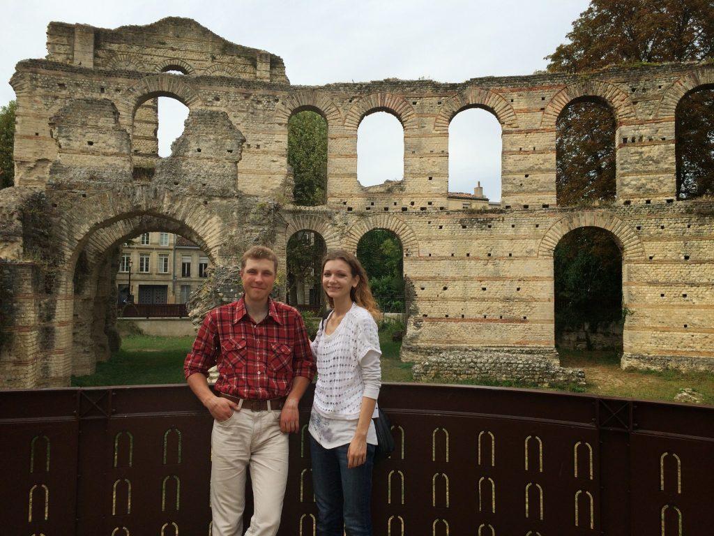Я и Ману на фоне Дворца Галлиена (Амфитеатр Бордо)